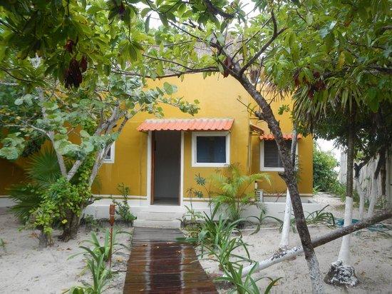 Al Cielo Hotel: Garden area in back of villa, door to bedroom
