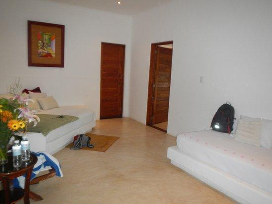 Al Cielo Hotel: Villa Aatardecer front room, two singles