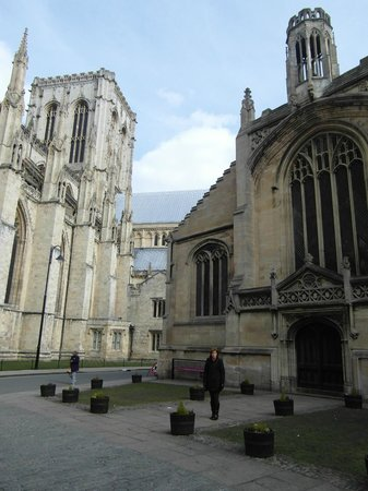 Church of St. Michael le Belfrey: St Michael le Belfrey on the right. York Minister on left