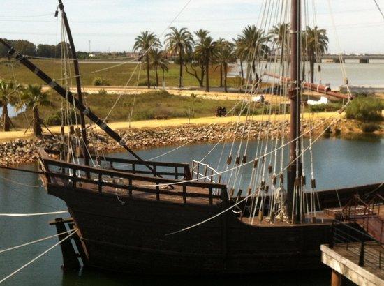 Muelle de las Carabelas: Nave