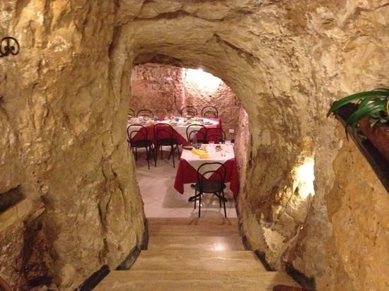 Ristorante La Grotta: cavità ristorante