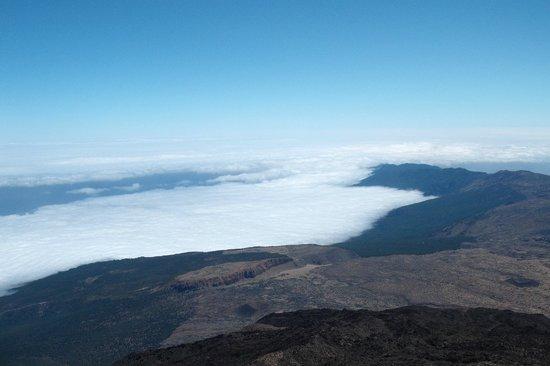 Volcan El Teide: W dole morze chmur