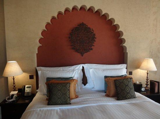 Qasr Al Sarab Desert Resort by Anantara: notre lit