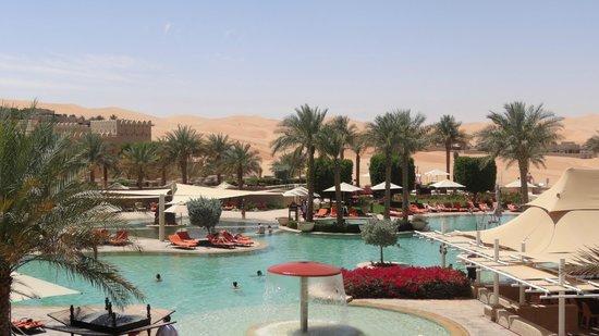 Qasr Al Sarab Desert Resort by Anantara: piscine