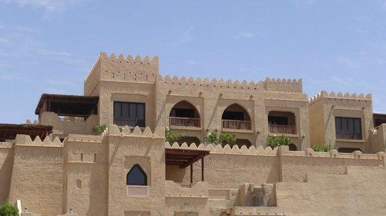 Qasr Al Sarab Desert Resort by Anantara: facade