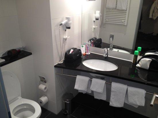 NOVINA Hotel Herzogenaurach: Bathroom