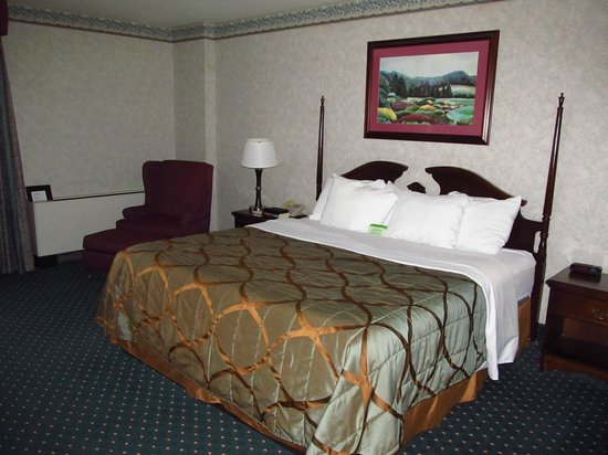 Seven Feathers Casino Resort: Bed