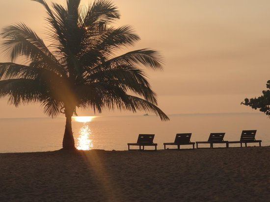 Los Porticos Villas: Sunrise on the beach