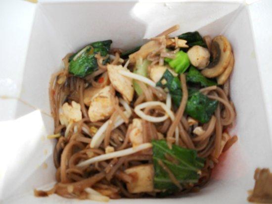 Wacko: tagliolini integrali con verdure e germogli di soia