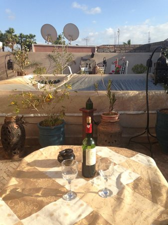 Riad Dubai: wine on the roof terrace