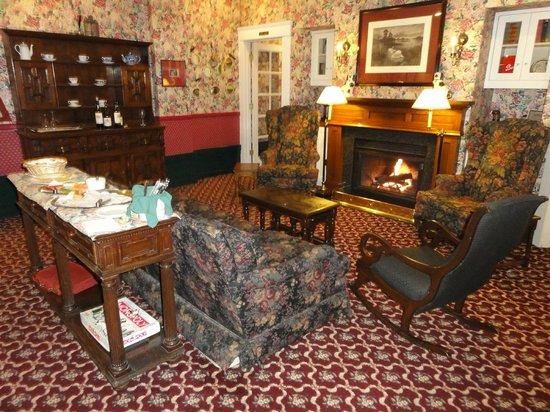 White Swan Inn: Guest lounge