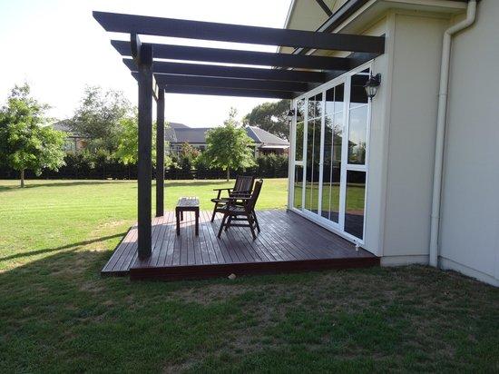 Chestnut Lane Cottage: The back patio