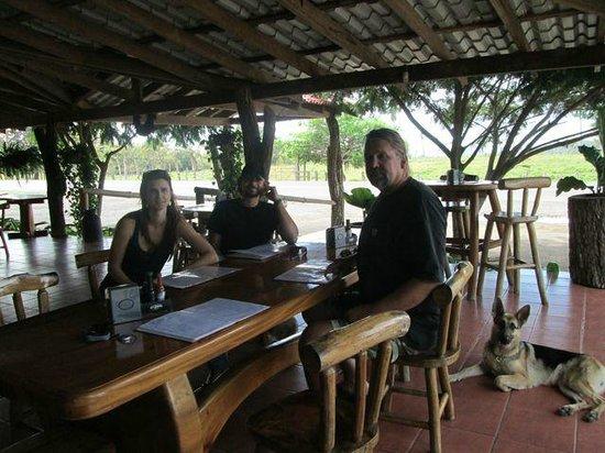 Restaurante Tica Linda: Great outdoor seating
