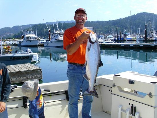 Harborview Inn & RV Park: Jim & his Chinook salmon