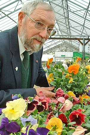 Paradise Park: Wonderful gardens and this lovely man who helps choose plants