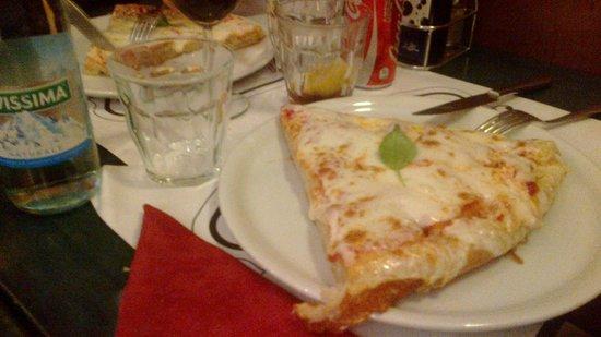 Little Italy: Trancio normale di margherita.