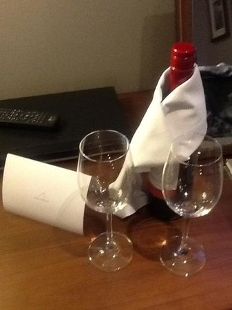 Apex Waterloo Place Hotel: free wine courtesy of the hotel