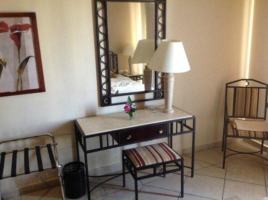 Sol Y Mar Ivory Suites: спальня