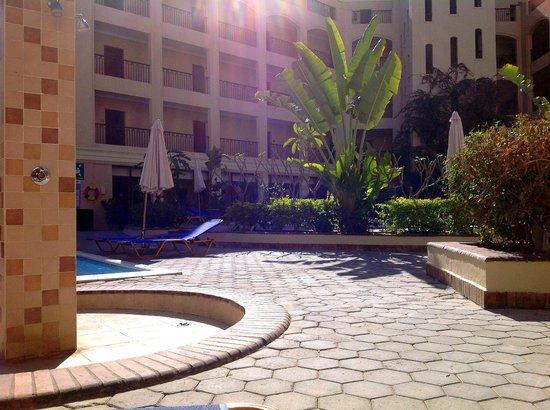 Sol Y Mar Ivory Suites: территория отеля