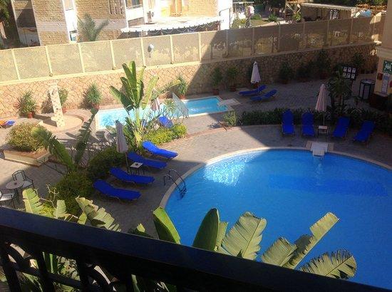 Sol Y Mar Ivory Suites: бассейн