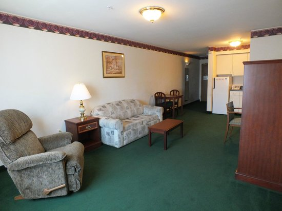 FairBridge Inn & Suites Dupont: King Bed in a separate room, kitchenette, pull out sofa