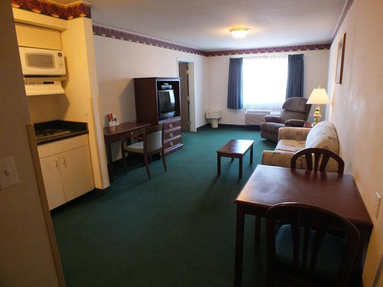 FairBridge Inn & Suites Dupont: Living Room, Extended Stay Suite