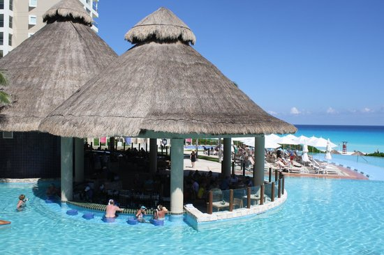 The Westin Lagunamar Ocean Resort Villas & Spa, Cancun: Swim-Up bar Hut