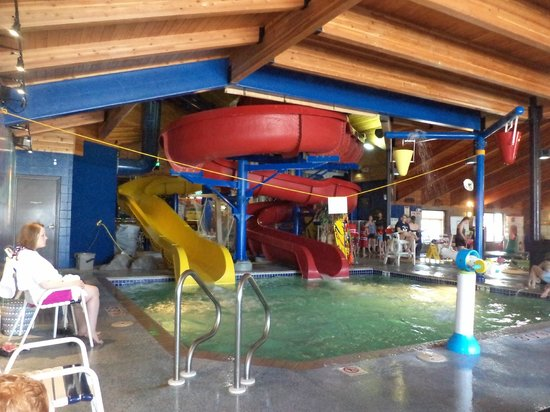 AmericInn Ashland : waterslides