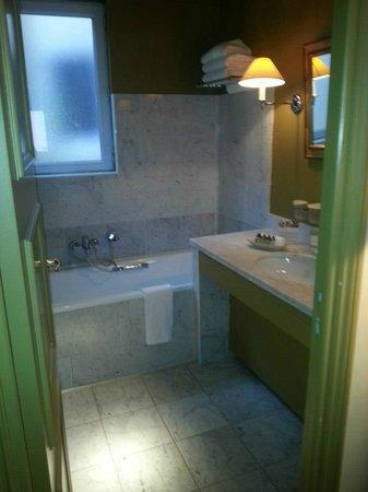 Hotel  Le Cavendish: salle de bain avec douche et baignoire dans chambre deluxe