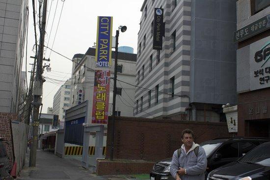 City Park Motel : Hotel frontage.