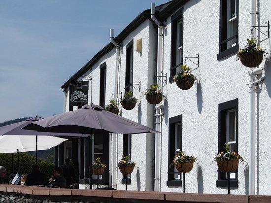 Brackenrigg Inn: Front Terrace