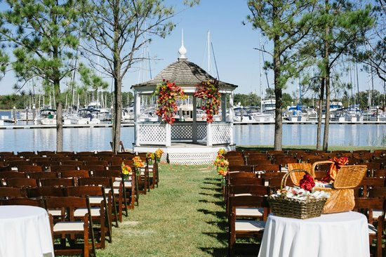 Osprey Point Restaurant: Waterfront ceremony