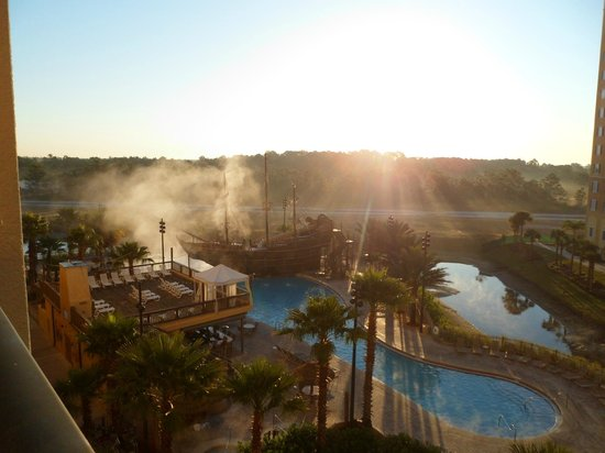 Lake Buena Vista Resort Village & Spa: foggy morning