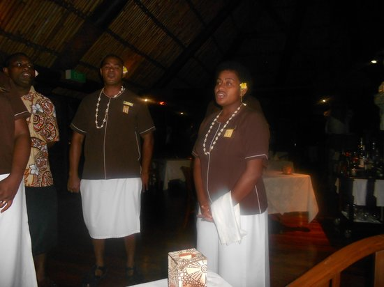 Outrigger Fiji Beach Resort: staff singing their farewell song