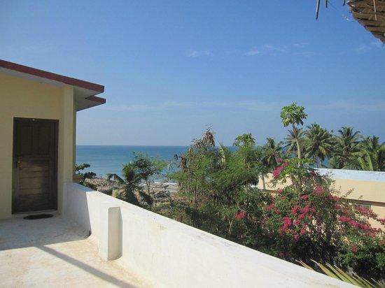 Oasis Beach Resort: Utsikt från takterrassen/ rum 2 vån.