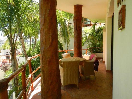 Porto Playa Condo Hotel & Beachclub: 2nd floor patio