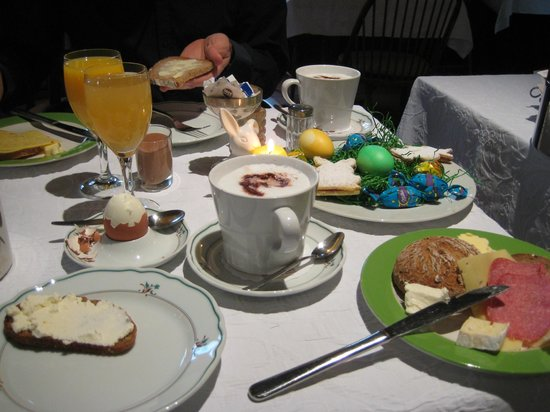 Hotel Am Markt: Our fabulous Easter breakfast