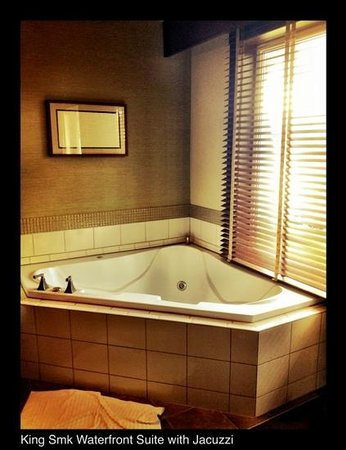Clearwater Casino Resort: The Jacuzzi tub - Room 425