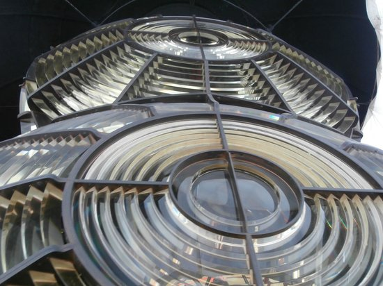 Souter Lighthouse and The Leas: Four tons of beautiful prisms floating on a ton and a half of mercury !