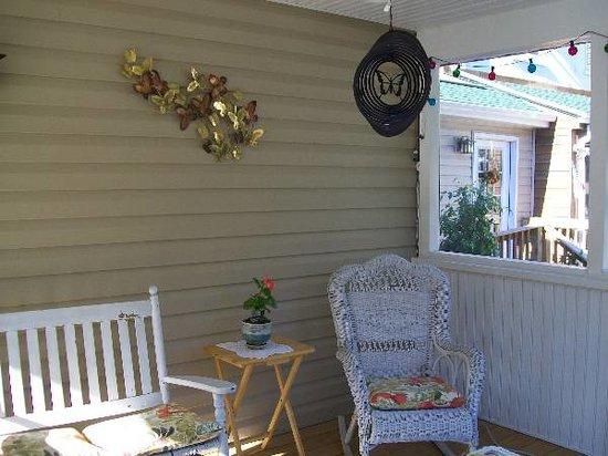 Blue Hen Bed & Breakfast: Porch