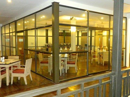 Infinity Resort Kaziranga: AC restaurant