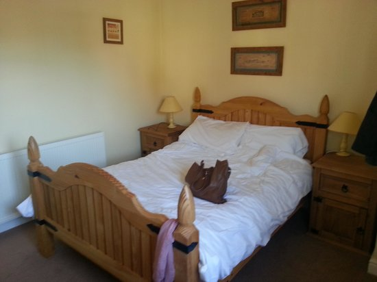 The Crown At Hopton: room in cottage clean and warm and quiet