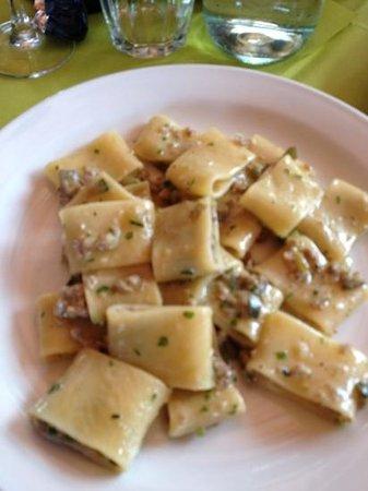 Ristorante Pizzeria CucinAntonia : ciavattoni con ragù di salsiccia