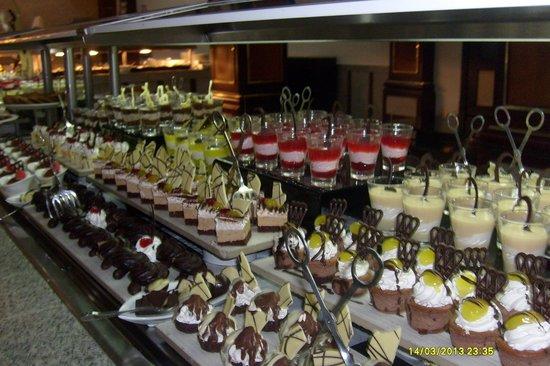 Hotel Riu Palace Macao: buffet desserts