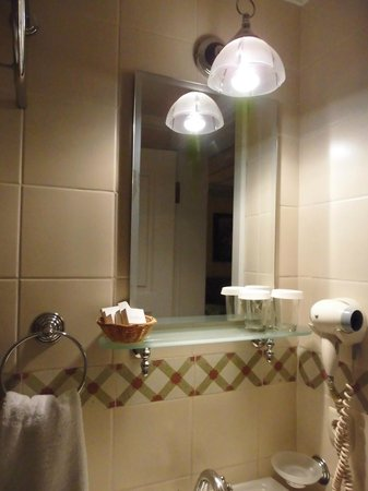 Hotel Darussaade Istanbul: bagno