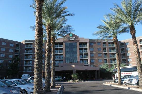 Embassy Suites by Hilton Phoenix-Scottsdale: Entrance hotel
