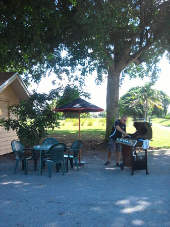 "Hollywood Beach Golf Resort: The ""Birdie Hut"" drinks & snacks between 9 green & 10 tee"
