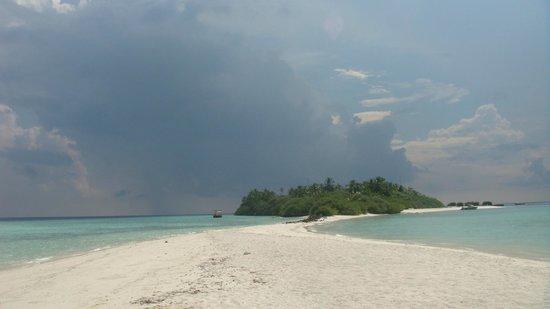 Asdu Sun Island: Beach