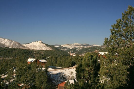 MountainAire Lodge : Winter View from front windows and King Suite