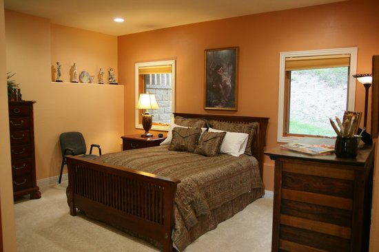 MountainAire Lodge : The Queen Suite